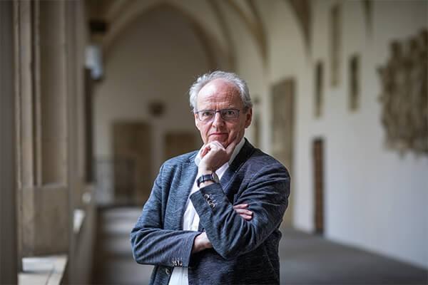 Woran wir glauben wollen – Eine Ermutigung von Kirchenhistoriker und wbg-Vorstand Hubert Wolf über Vertrauen in ungewissen Zeiten
