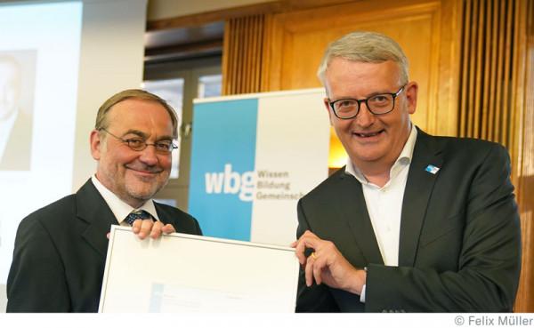 1Thomas-M-ller-erh-lt-den-wbg-Wissen-Preis-von-Dirk-Beenken_co-Felix-M-ller